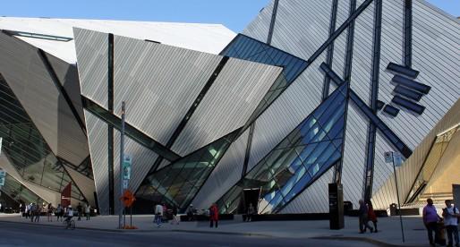 Intégration d'une architecture moderne à un bâtiment ancien