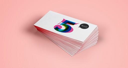 La carte d'affaires, bout de carton encombrant ou outil marketing incontournable?